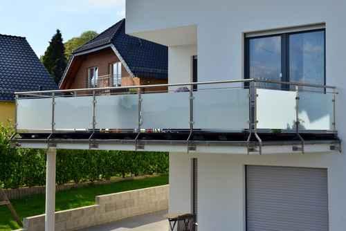 Balkon mit Edelstahlgeländer