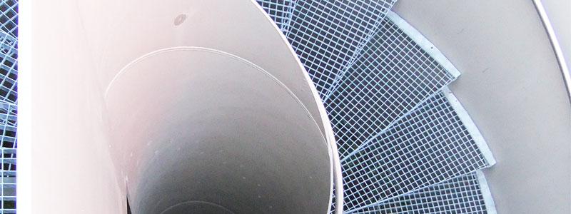 Von oben fotografierte Spindeltreppe aus Stahl