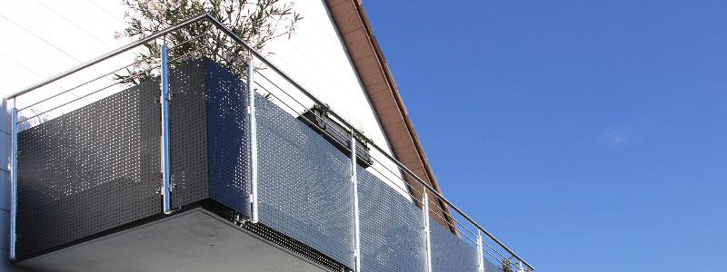 Balkon mit Gelämder aus Metall