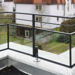 Nahaufnahme Balkon mit Geländer
