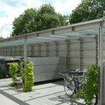 Unterstellkonstruktion für Fahrräder und Mülleimer aus Stahl