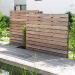 Sichtschutz aus Holz mit Gartendusche